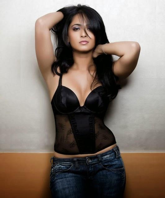 anushka shetty hot, bikini hot photos, bra size, sexy hot images, wallpaper pics, anushka shetty saree & bikini photoshoot