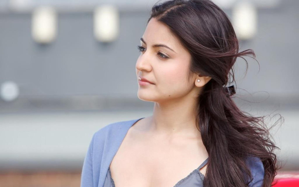 Hot Anushka Sharma Pics
