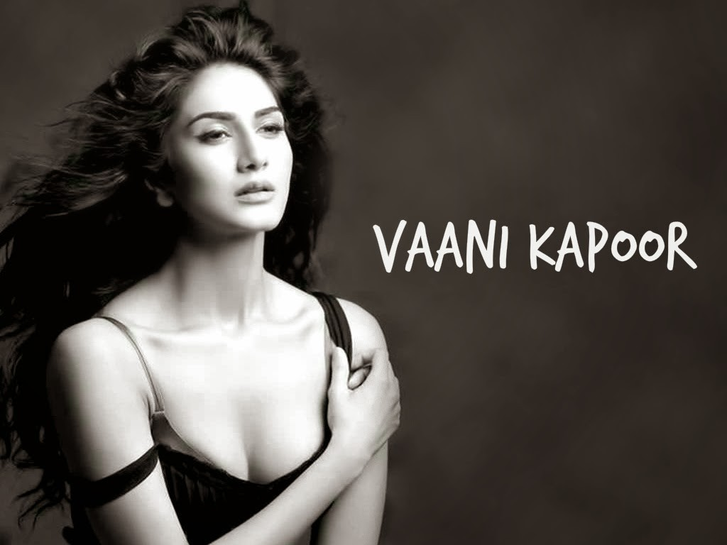 Hot Vaani Kapoor Black n White Wallpaper