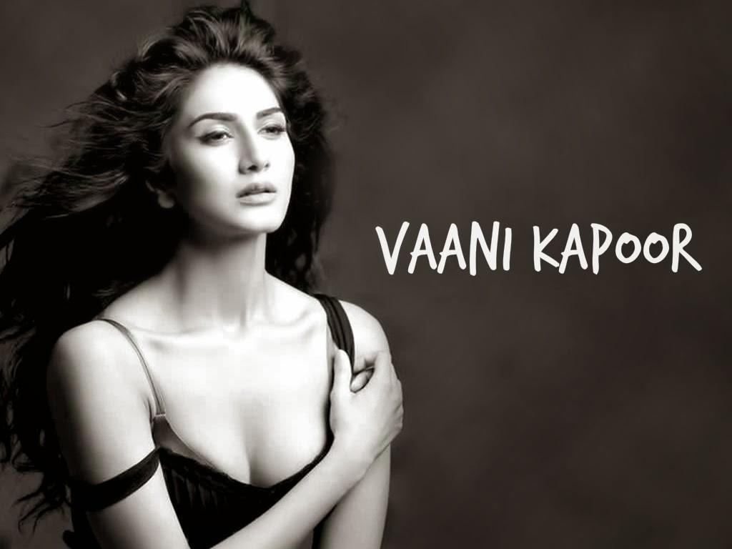 Hot Vaani Kapoor Black n White Wallpaper