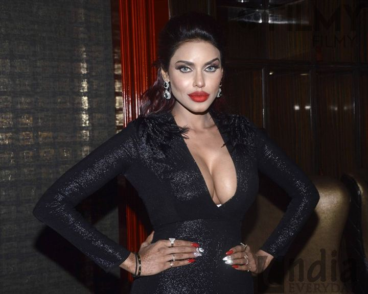 Model Gizele Thakral Image
