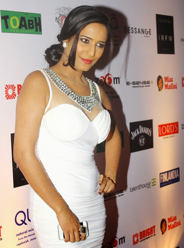 poonam pandey hot, bikini hot photos, bra size, sexy boobs hot images, wallpaper pics, poonam pandey saree & bikini photoshoot