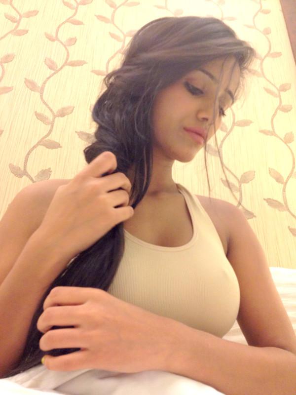 Poonam Pandey Twitter Pics - fun roundup
