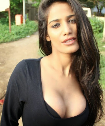 Poonam Pandey sexy photos in black color tight dress -funroundup