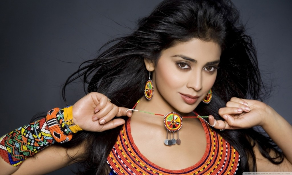 Shriya Saran Actress hd wallpaper for desktop