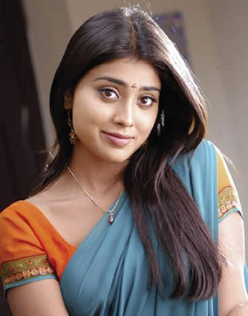 Shriya Saran Cute Pictures