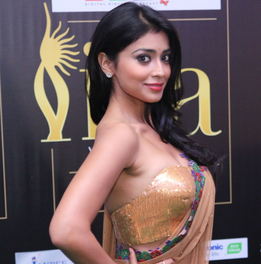 {27+ New} Shriya Saran Hot Pics (Sexy Bikini Photos Of
