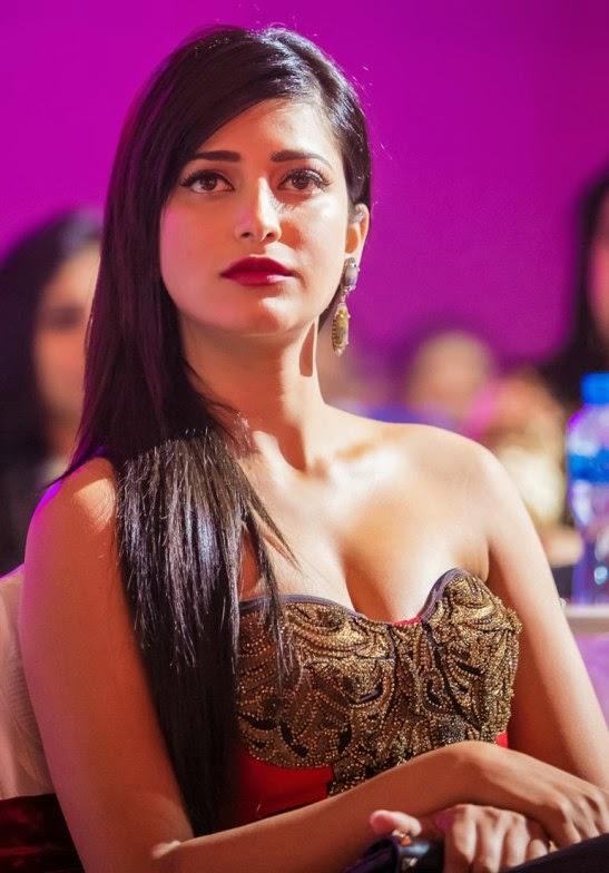 Shruthi Hassan Hot Dance Performance At SIIMA Awards
