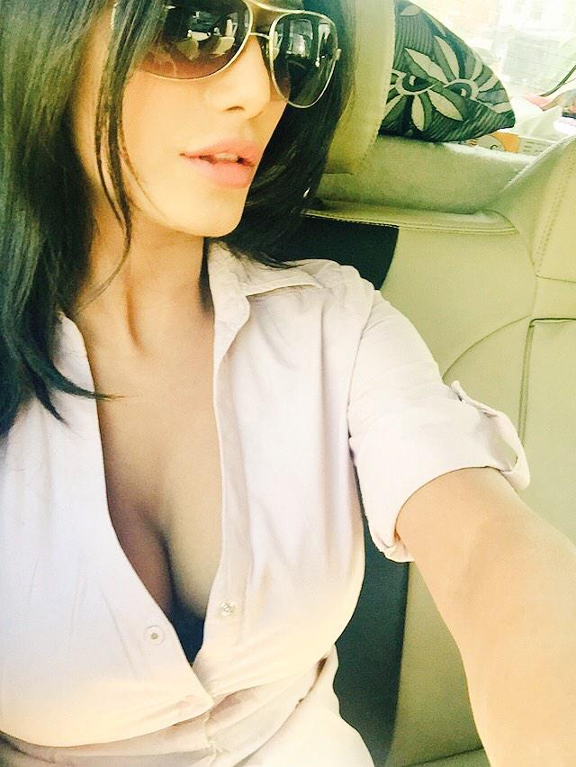 poonam pandey january 2015 twitter hd pic -fun roundup