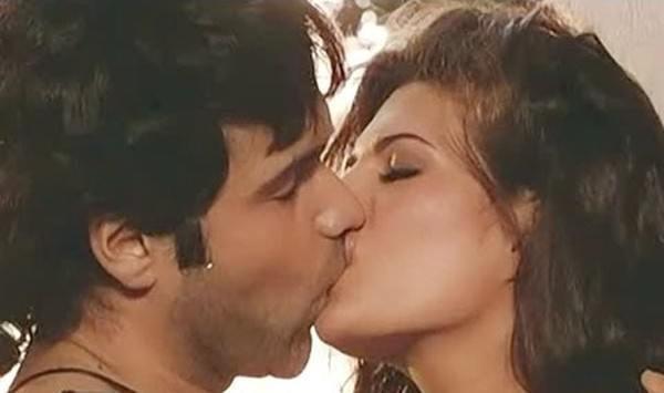 Jacqueline Fernandez kiss
