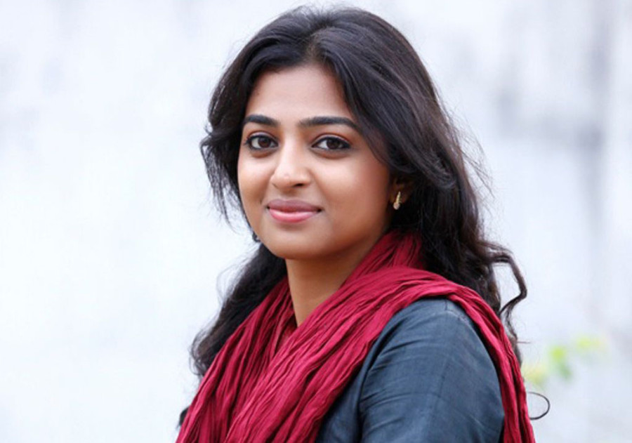 Radhika-apte-cute-smile
