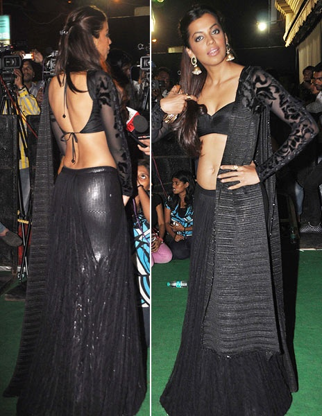 actress Mugdha in Black dress