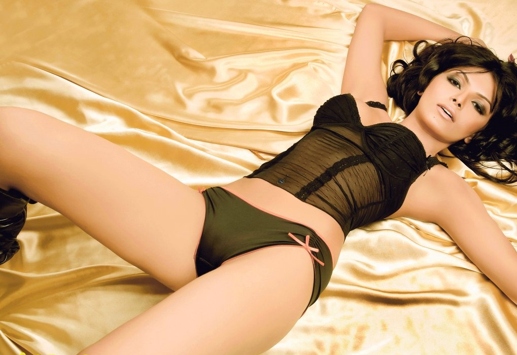Sherlyn-Chopra-Awesome-Wallpapers