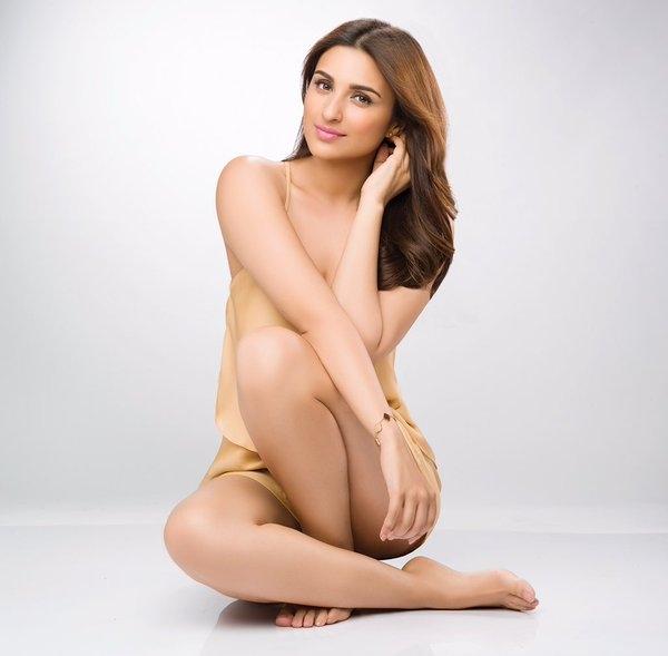 bollywood actress parineeti chopra Slim Figure