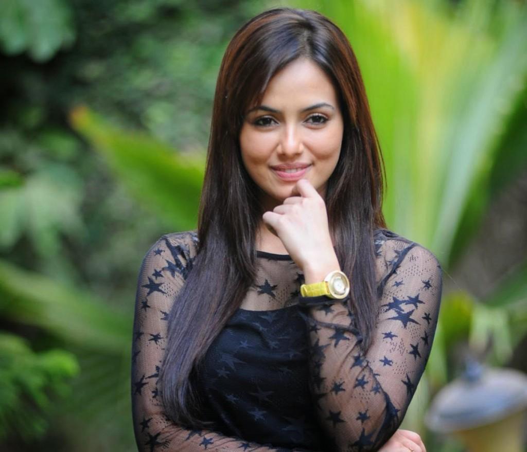 Bollywood Actress Sana Khan Beautiful Pics