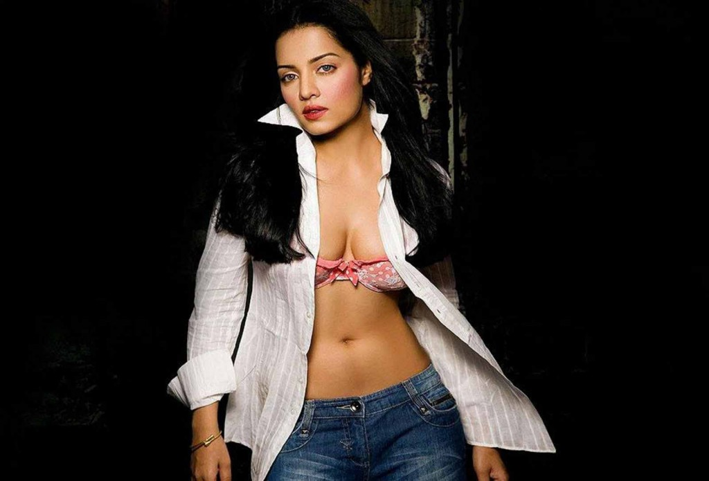 There celina jaitley hot actress apologise
