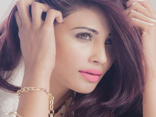Daisy Shah Sexy Images
