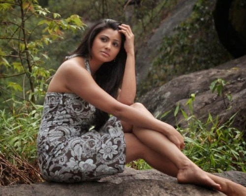 Daisy Shah without makeup wallpapers