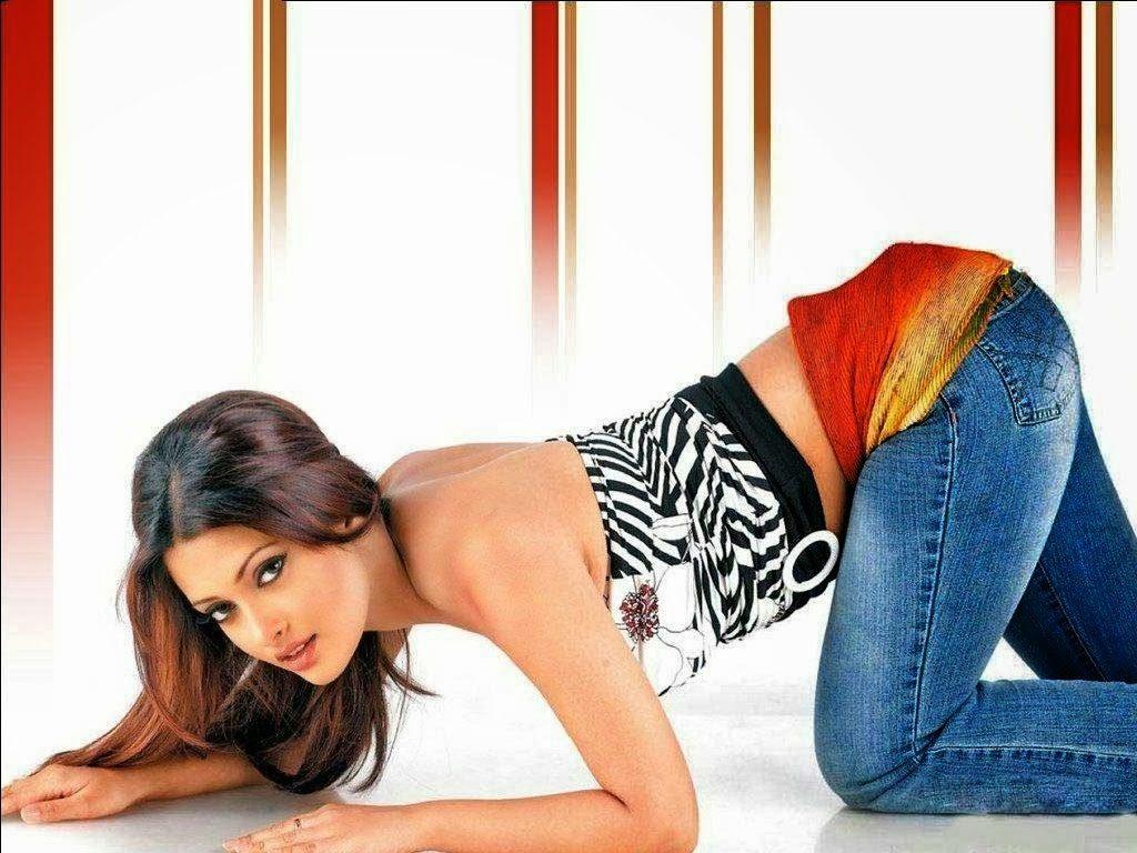 Riya Sen in Jeans