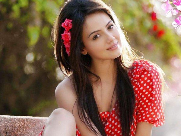 Sana Khan Twitter Pic