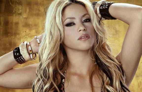 Shakira 'ruba' l'inno dei Mondiali