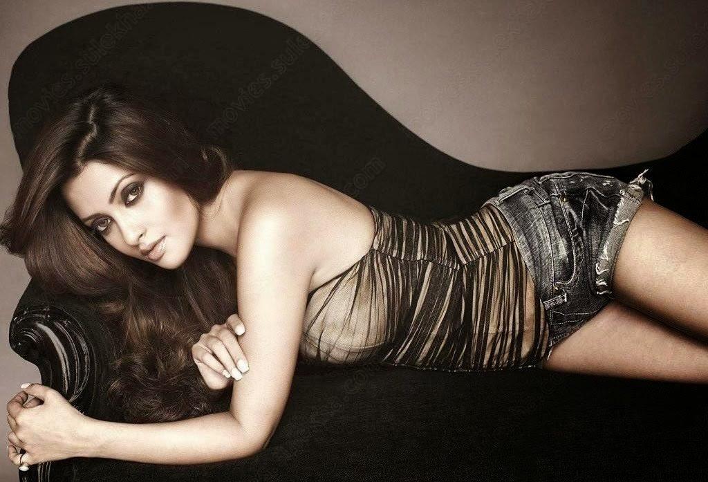ShowBiz Indian actress Riya Sen Wallpapers