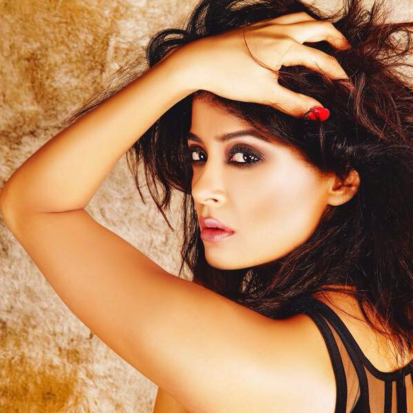 Surveen-Chawla-Hot-photo