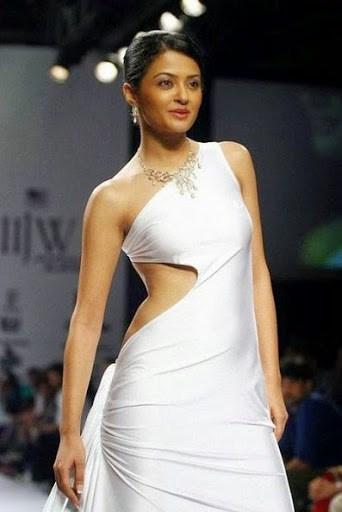 Surveen Chawla Walk the ramp