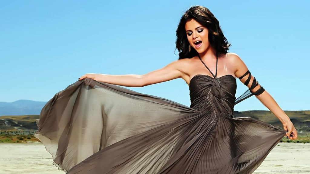selena-gomez-sexy-wallpaper-hd-wallpaper-desktop-wallpaper