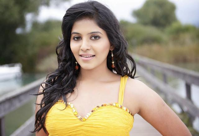 Anjali hot in yellow dress