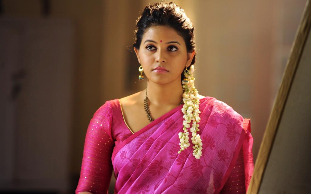 Telugu Actress Anjali HD Wallpaper in saree