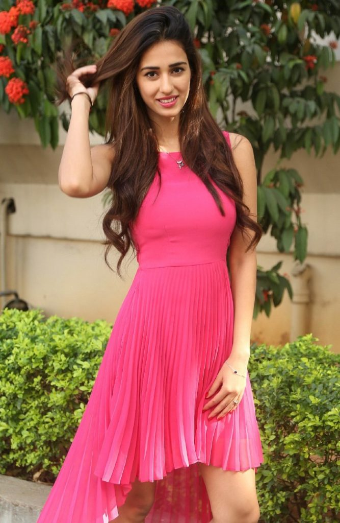Actress Disha Patani sexy pics