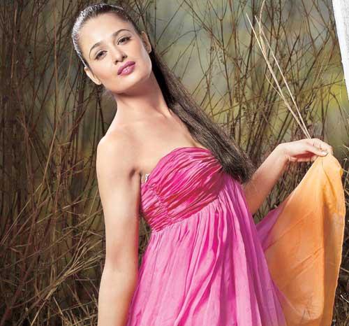 yuvika-chaudhary-pink-dress