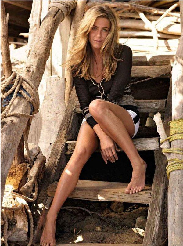 Jennifer Aniston thigh Photos