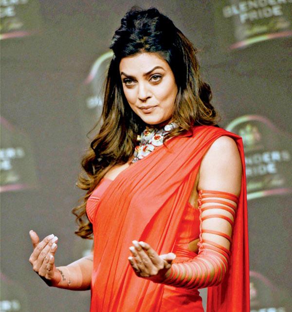 Sushmita Sen sexy saree
