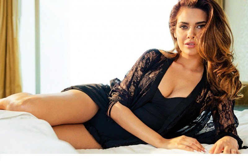 esha-gupta-hd-wallpapers