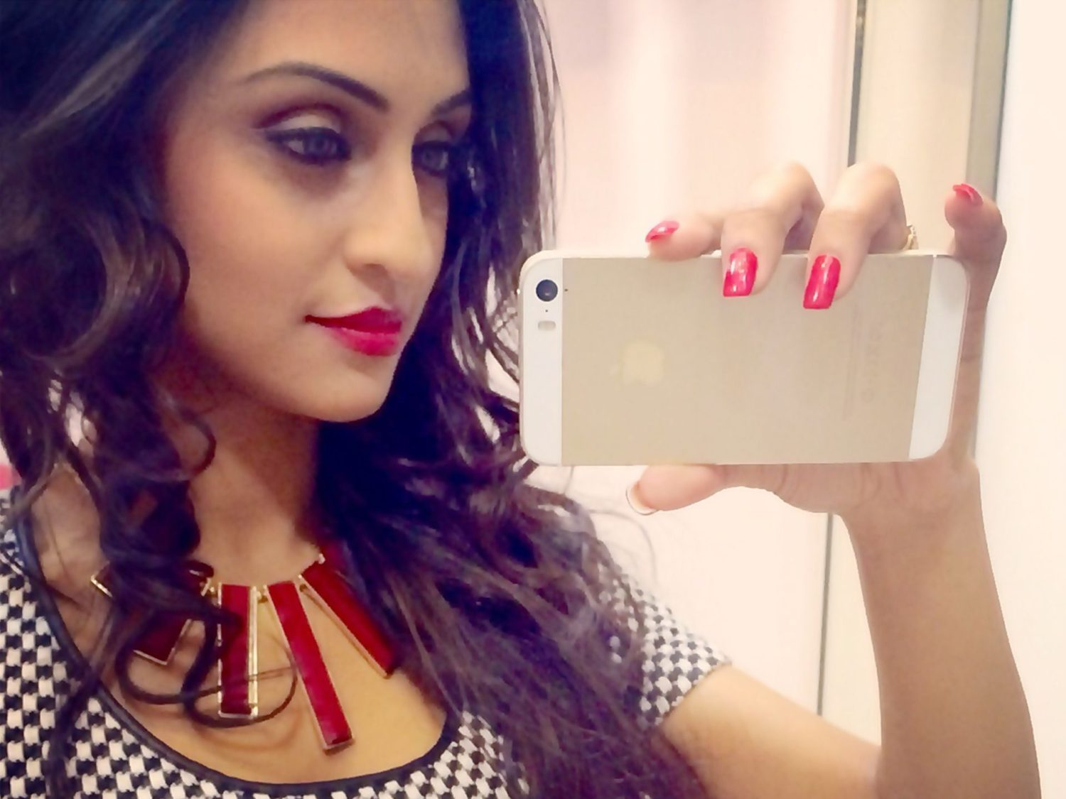 krystle-dsouza-rare-and-unseen-pic