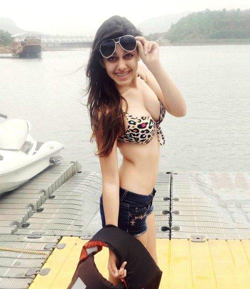 pooja-bedis-daughter-aalia-ebrahims-hot-instagram-bikini