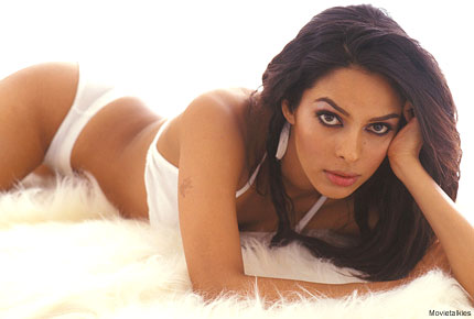 mallika-sherawat-hot-pics-in-bikini