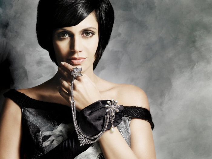 Mandira Bedi Hot Bikini Images Wallpapers Actress