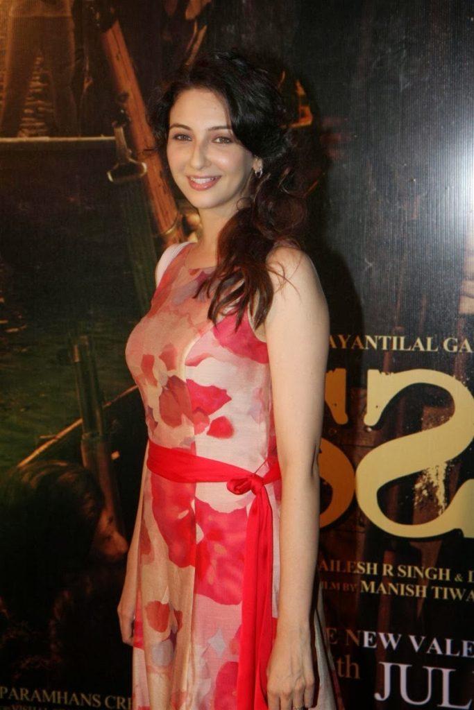 Pratyusha Banerjee In Bikini Hot Wallpapers & B...