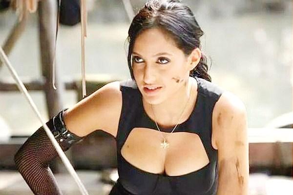 Nora Fatehi hot boobs