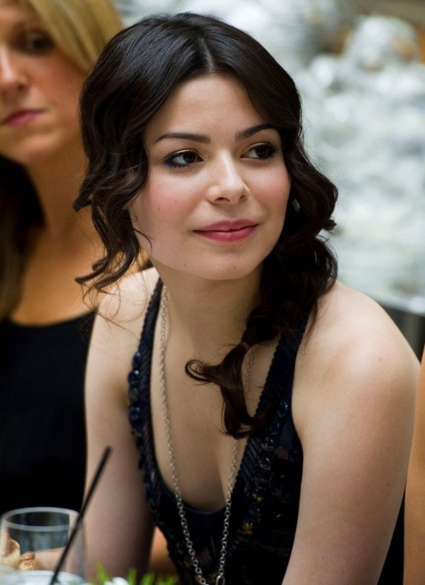 Miranda cosgrove hot photos