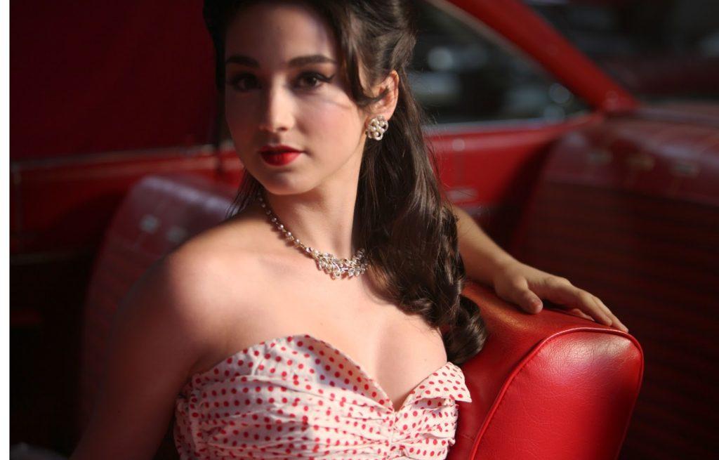 Molly Ephraim Hot