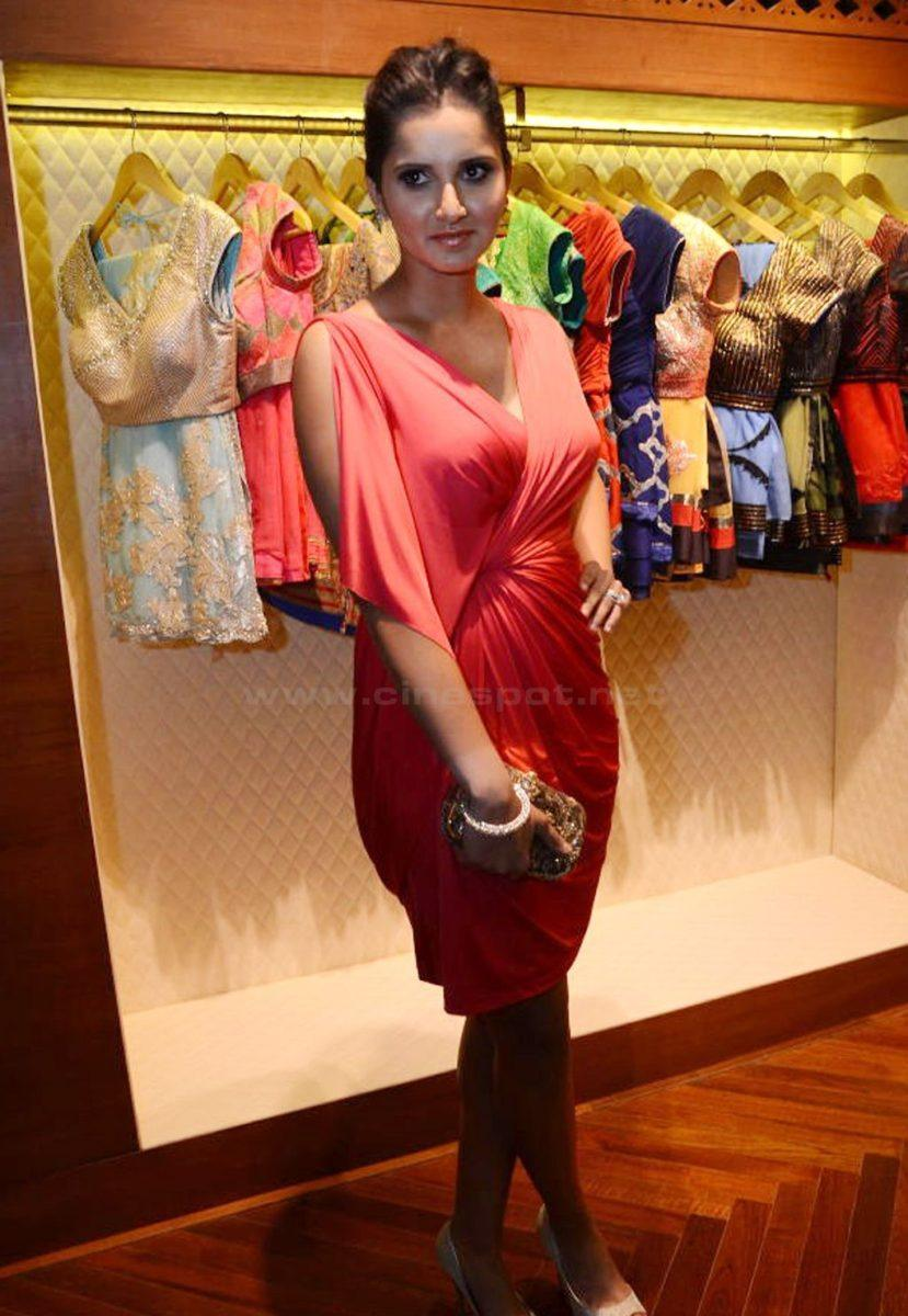 hot and spicy Sania Mirza pics