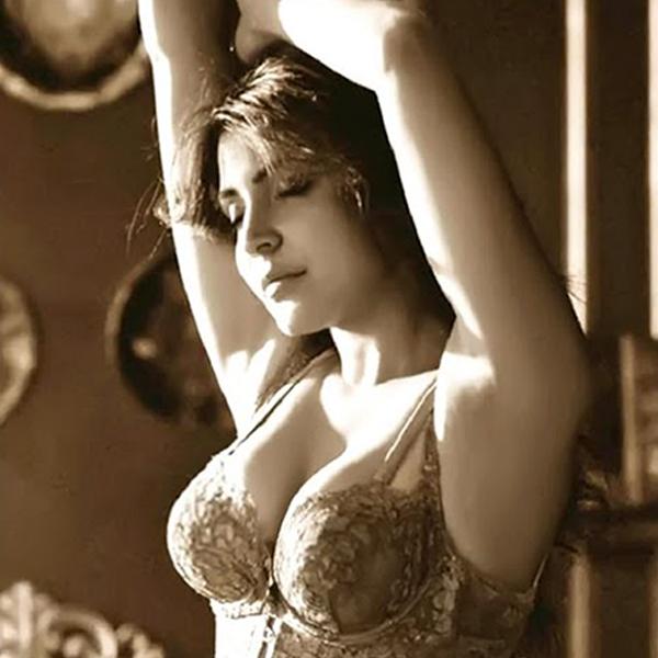 {33+} Hot Photos of Anushka Sharma (KILLER Sexy Bikini Pics) - Updated