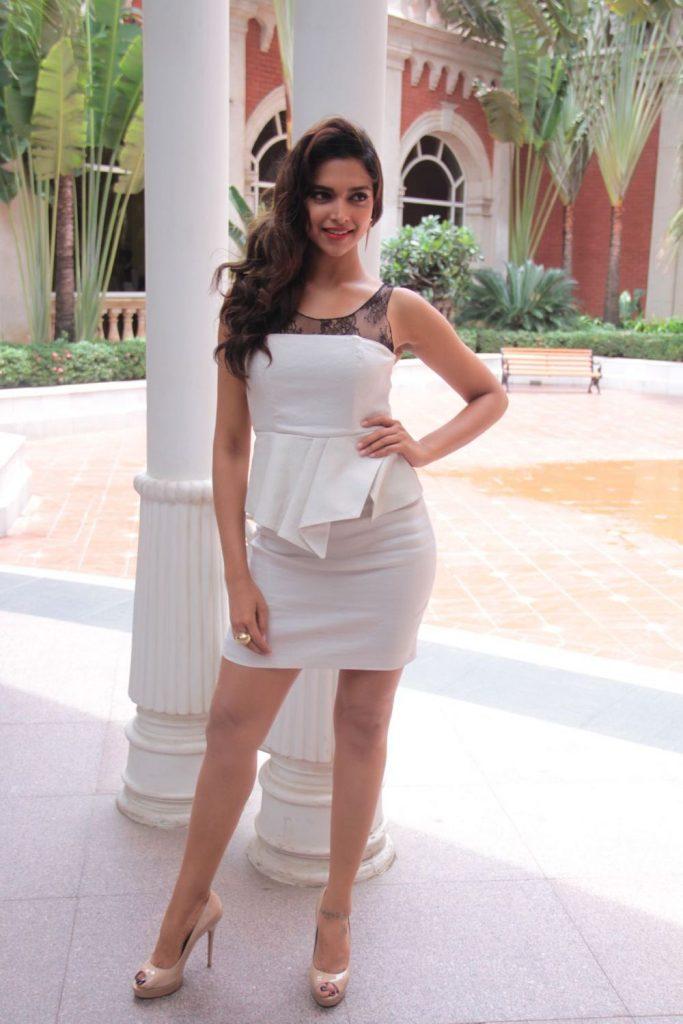 {33+} Hot Photos of Anushka Sharma (KILLER Sexy Bikini ...