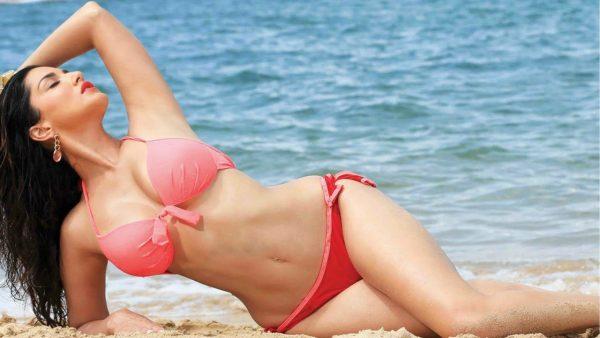 Sexy sunny leone bikini images