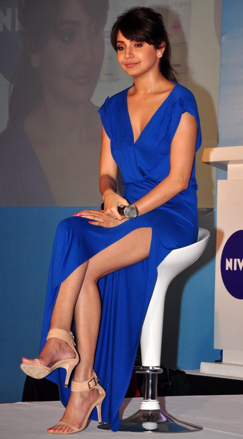 25 sizzling hot photos of anushka sharma bold bikini