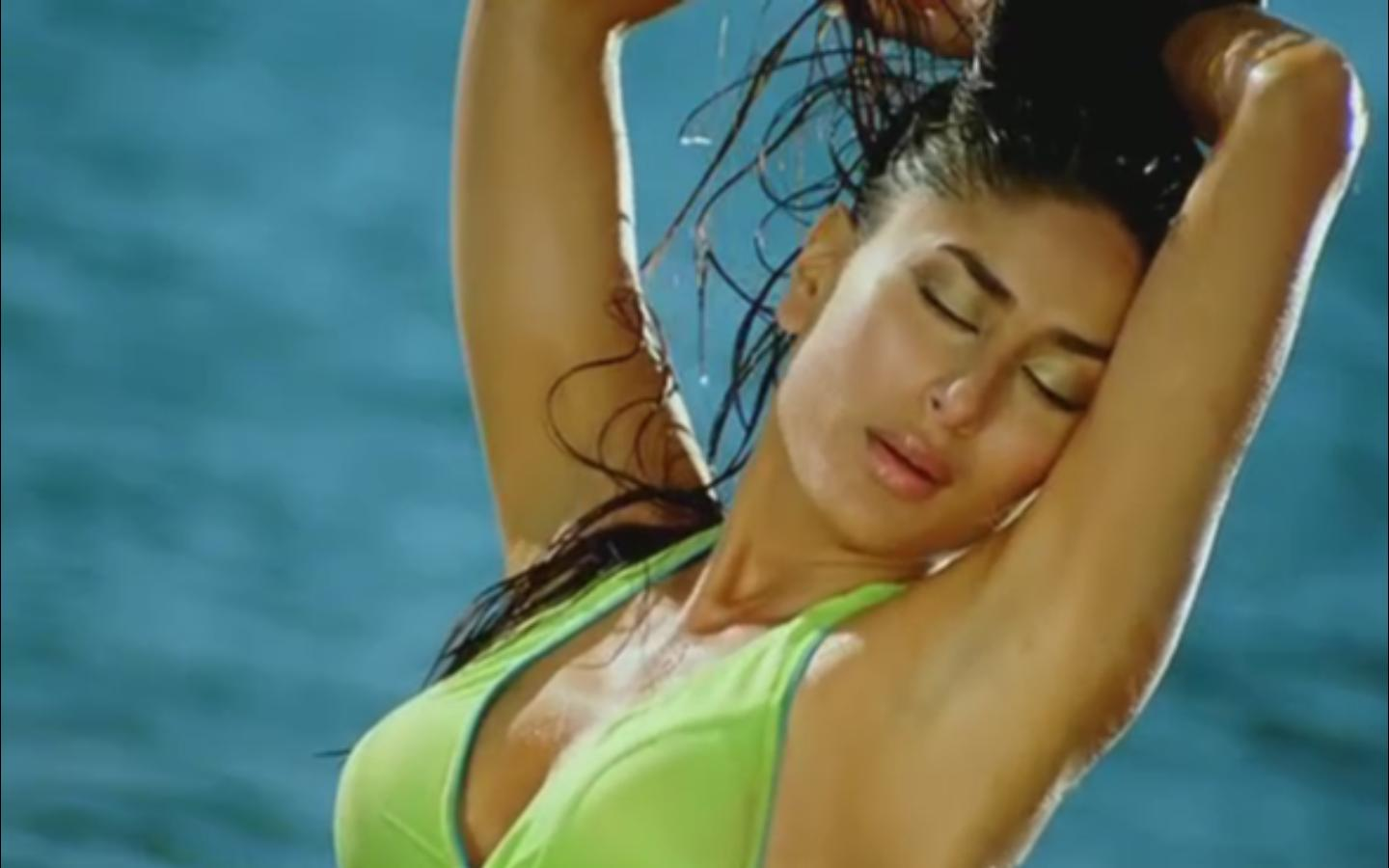 Exclusive Pics Of Kareena Kapoor, Hottest Bikini Photos - Funroundupcom-6588